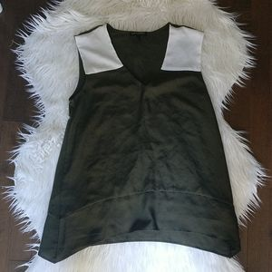 3/$20 Forest green Banana Republic top, size M